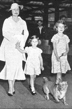 La princesse Elizabeth avec sa mère et sa soeur la princesse Margaret (photo non datée)