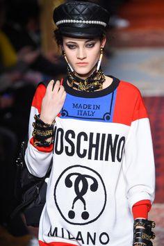 「MOSCHINO」モスキーノから「喫煙」テーマのカプセルコレクション - タバコ箱のiPhoneケースやバッグなど | ニュース - ファッションプレス