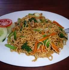 Fried noodle or mie goreng :-) Mie Goreng, Nasi Goreng, Indonesian Cuisine, Indonesian Recipes, Rice Pasta, Traditional Cakes, Noodle Recipes, Japchae, Noodles