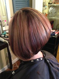 Red low-lights with highlight / inverted bob Latest Hairstyles, Cool Hairstyles, Hairstyle Ideas, Red Low Lights, Inverted Bob, Light Hair, Short Hair Cuts, Highlights, Hair Colors
