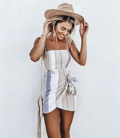 light neutral sundress, day dress, casual women& style outfit inspiration i. Sun sun dresses plus size sun dresses with sleeves sundress outfits sundresses dresses sundresses for weddings dresses sundresses Wedding Invitations Trends 2019 Style Outfits, Fashion Outfits, Womens Fashion, Fashion Ideas, Fashion Poses, Ladies Fashion, Fashion Trends, Spring Summer Fashion, Spring Outfits