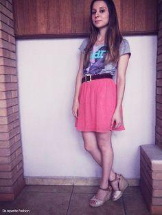 Look do Dia - Saia Coral e T shirt