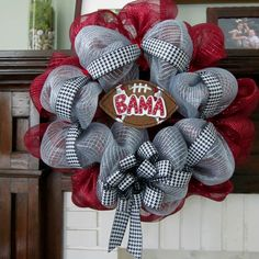 Roll Tide Alabama Mesh Wreath by MidtownFrills on Etsy need an osu one Roll Tide Roll. Alabama Crafts, Alabama Wreaths, Football Wreath, Alabama Football, Tech Football, Crimson Tide, Alabama Crimson, Diy And Crafts, Arts And Crafts