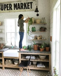magnolia homes joanna gaines The Advantages of Farmhouse Kitchen Decor Joanna Gaines Magnolia Market - Farmhouse Kitchen Decor, New Kitchen, Kitchen Decor, Kitchen Remodel, Joanna Gaines Kitchen, Home Kitchens, Kitchen Design, Outdoor Kitchen Countertops, Joanna Gaines House