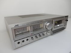 For sale an old retrofitted JVC cassette deck from 1979 as a Wi-Fi network music player. Retrofitted with a new class D amplifier 2 x Start streaming . Diy Old Books, Big Speakers, Music Studio Room, Retro Radios, Transistor Radio, Hifi Audio, Internet Radio, Audiophile, Timeless Design