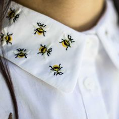 ÄNDREÄ crop shirt with bees embroidered collar #shirt #andreaofficial #fashion #design #collar #animals #andrea #crop