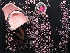 Embroidery è un esclusivo tappeto fabbricato a mano in pura lana con un motivo a fantasia. Giocando con tessuti in filati diversi – lo spesso ed elegante Classic combinato allo splendido Tekla – la nostra designer Petra Lundblad-Fridén ha creato un  motivo che ricorda un ricamo in fase di realizzazione.