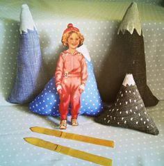 mountain pillows ... so cute with the Shirley Temple paper doll, ah, play with Shirley :)