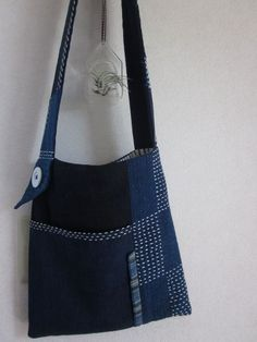 Simple and classic shoulder bag with large button detail.