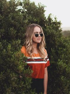 12 Wonderful Hipster Pictures Woman In Bushes Lifestyle Photography, Portrait Photography, Hipster Pictures, Skirt Images, Personal Image, Trending Now, Natural Looks, Love Fashion, Fashion Beauty