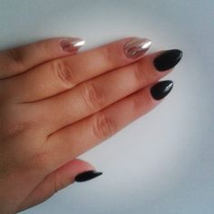 Chrom  #nails #nailstagram #manicure #beautybym #almondstyle #black #chrome #chromenails #gelmanicure #gelnails #mirrornails