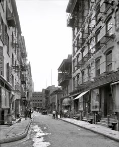 New York circa 1910. Pell Street, Chinatown. Mon Lay Won, a restaurant that billed itself as the Chinese Delmonico, figured in the Tong Wars of the early 20th century.