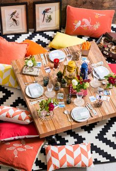 Love the geometric rug & cushions = fun! #Floor #Cushions and #Pillows... Table and pillows and rug in livingroom..perfect and comfortable!