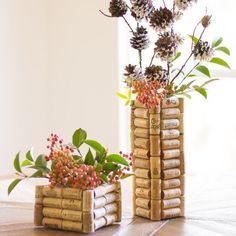 Crie vasos decorativos! Clique e veja mais dicas de como aproveitar as #rolhas na decoração! #corks #diy #facavocemesmo