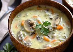 Ароматный рисовый суп с грибами без картошки, приготовленный в мультиварке со сливками и зеленью