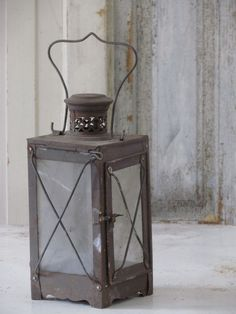 Franse lantaarn / French Lantern Old Lanterns, Hurricane Lanterns, Rustic Lanterns, Lanterns Decor, Lantern Lamp, Mood Light, Home Candles, Oil Lamps, French Antiques