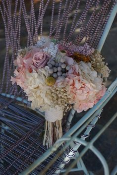 Flores preservadas en tonos pastel How To Preserve Flowers, Arte Floral, Weeding, Altar, Bouquets, Floral Wreath, Wreaths, Bridal, Party
