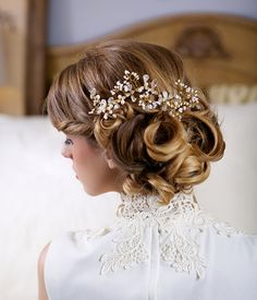 Crystal and Pearl Bridal Hair Comb. So pretty