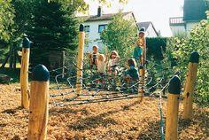 Huck - Playground - Spider-web net, Robinia posts