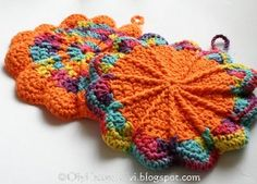 Awesome scalloped crochet pot holders - with a link to the original pattern