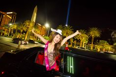 Visit Las Vegas in a private Limousine Tour of the Las Vegas Strip. Your personal & experienced photographer will take you on private tour of the city. Las Vegas Limo, Visit Las Vegas, Las Vegas Strip, Holidays 2017, Tours, Concert, Celebrities, Shelf, December