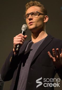 Seriously, he looks like he's giving a lecture on Shakespeare...I would take that class!<---those glasses look good on him
