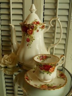 •.¸.•´ ` ❤Royal Albert Old Country Roses Coffee Pot by VintagePackratQueen, $115.00•.¸.•´ ` ❤