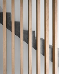 Massiv solide: Wohnhaus in Trin Moderne Treppen aus Beton und Holz The post Massiv solide: Wohnhaus in Trin appeared first on Farah& Secret World. Concrete Staircase, Stair Handrail, Concrete Wood, Wood Stairs, House Stairs, Staircase Design, Stairs Window, Banisters, Railings