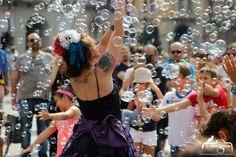 Artista di strada bolle di sapone Bubble Puppet show