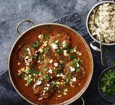 Hakkebøffer er en ægte klassiker på middagsbordet - især når hverdagsmaden skal være nem. Her laver vi den i en ægte comfort food-udgave med masser af lækker sauce.