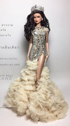 Diva Dolls, Barbie Dolls, Barbie Miss, Pose For The Camera, Fashion Dolls, Pageant Crowns, Vogue, The Incredibles, Poses