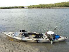 Field stream eagle run 12 fishing kayak plugs spaces for Field and stream fishing kayak