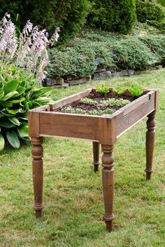 How to make a lettuce table from an old table or desk. Perfect way to grow your own salad - no need to bend over to harvest!
