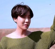 He looks so soft and pure. Must protec. Vlive Bts, Jimin Jungkook, Bts Bangtan Boy, J Hope Gif, Bts J Hope, Jung Hoseok, Gifs, Kim Taehyung, Gwangju