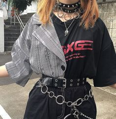 Punk outfits are cute & edgy and have always been popular throughout the decades. These 7 basic principles of punk fashion will help you come up with the best outfits! Cute Punk Outfits, Edgy Outfits, Mode Outfits, Grunge Outfits, Hipster Outfits, Girl Outfits, Edgy School Outfits, Hipster Clothing, Egirl Fashion