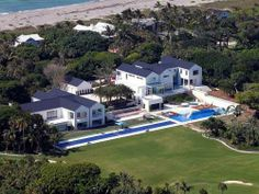 Gloria Estefan is putting up her guest house for rent which will be available for 30K US dollars per month. The Latin singer, along with her husband, is known to own two homes in Jupiter Island, Florida. The guest house is located on the grounds of her smaller home. The larger house that she owns is a few mansions down the street