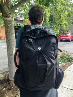 Which carry-on backpack is best for digital nomads & long term travellers? A review of the Tortuga travel backpack & Osprey Farpoint 40 backpack.