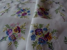 VINTAGE HAND EMBROIDERED LINEN TABLECLOTH= BEAUTIFUL COMPACT/RAISED EMBROIDERY | eBay