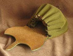 Elven small bag by Fantasy-Craft on DeviantArt Leather Art, Leather Pouch, Leather Jewelry, Leather Purses, Suede Leather, Fantasy Craft, Landsknecht, Medicine Bag, Dice Bag