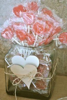 Sencillo y súper lindo este centro de mesa con chupetes de corazón. #MesasDulces Candy Bar Wedding, Tea Party Wedding, Our Wedding, Birthday Diy, Birthday Parties, Sweet Corner, Ideas Para Fiestas, Candy Buffet, Candyland