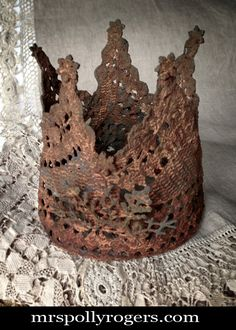 Click here to DIY this metal looking (but not) vintage Crown.  Blog with all instructions and photos from MrsPollyRogers.com