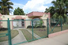 Casa Mary's House Owner:                        Maria de los Angeles Brabos                City:                            Camaguey                 Address:                     Guatemala no 5 entre Peru y Chile reparto el Retiro cp. 70600        Licence nr:                  119/2  Breakfast:                    Yes Lunch/ diner:              Yes Number of rooms:      2