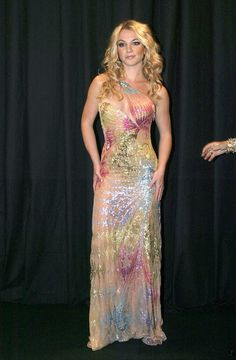 Britney Spears - Versace Fashion Show in Italy 2002 Britney Spears Outfits, Britney Spears 2000, Britney Spears Images, Fashion Tv, Versace Fashion, Versace Dress, Fashion Show, Chic Outfits, Fashion Outfits