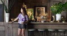 How to Set Up A Home Bar With Kelly Wearstler. Kelly Wearstler shares her best tips for setting up a glamorous and fun bar at home. Home Bar Decor, House Styles, Decor, Bar Set Up, Trendy Home, Elle Decor, Kelly Wearstler, Home Bar Sets, Home Decor