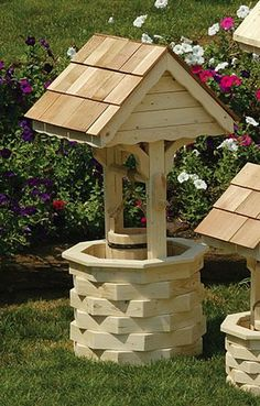 Amish Outdoor Wooden Wishing Well With Cedar Roof - Medium