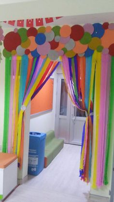 Eye-catching party decorations with paper curtains - Reading Nook Ideas & Classroom themes - Decoration Cirque, Class Decoration, School Decorations, Birthday Party Decorations, Kindergarten Classroom Decor, Classroom Themes, Diy And Crafts, Crafts For Kids, Paper Crafts