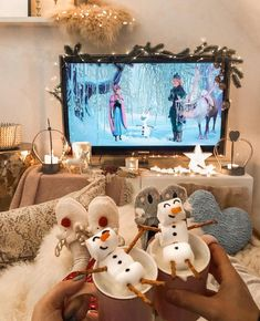 Franziska Dully on quot;Advertising / links Hey Olaf As we do . Christmas Feeling, Merry Little Christmas, Cozy Christmas, Christmas Movies, All Things Christmas, Christmas Time, Christmas Crafts, Christmas Decorations, Christmas Travel