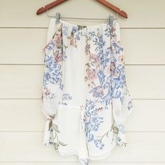 """Strapless Floral Romper With bell sleeves                               •No trades•  If you would like to make an offer click on the OFFER link below and I may consider.           Please don't ask , """"what's your lowest?"""", that's what the price is for on each listing.                                                              Thank you Tops"""