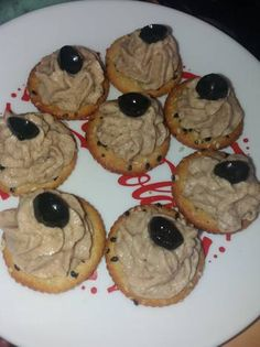Pastă de pește afumat Pasta, Cookies, Desserts, Recipes, Food, Crack Crackers, Tailgate Desserts, Deserts, Biscuits