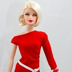 Adoro esta versão de cabelos curtos. Veja mais em http://osjogosdabarbie.net/